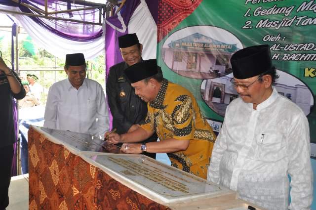 Wakil Gubernur Lampung Bachtiar Basri meresmikan Masjid Tawakkal Kotabumi Lampung Utara