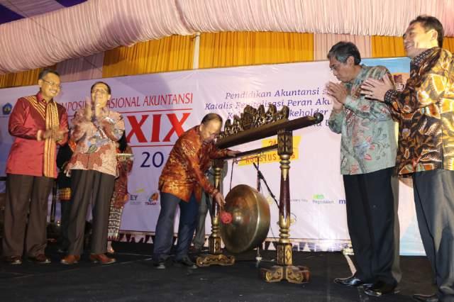 Ribuan peserta dari seluruh Indonesia ikuti Simposium Nasional Akuntansi XIX di UNILA