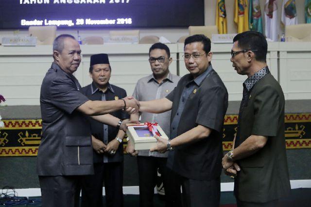 Pemprov Lampung Naggarkan 105 Milyar Untuk BOSDA siswa SMA dan Insentif Guru Honorer Murni