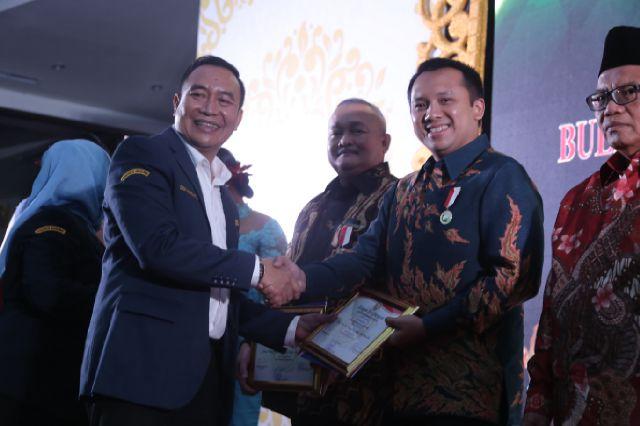 Gubernur Lampung Raih Penghargaan Pembina Umum Karang Taruna Terbaik 2016