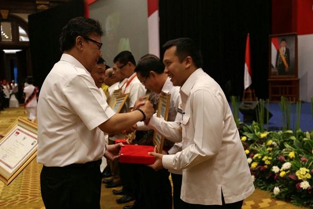 Gubernur Lampung Menerima Penghargaan Terbaik Pertama Atas Penanganan Konflik Sosial Tingkat Provinsi Se-Indonesia