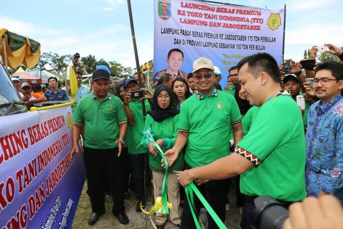 Gubernur Lampung Melakukan Launching Beras Premium Ke Toko Tani Indonesia