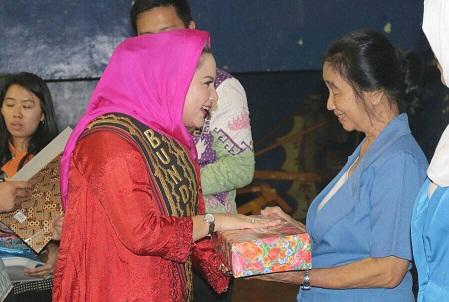 HUT IGTKI, Bunda Paud Beri Penghargaan Kepada 18 Guru Senior