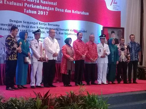 Gubernur Ridho Dianugerahi Pembina Desa Terbaik se-Sumatera